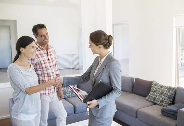 Кто платит квартплату при аренде квартиры