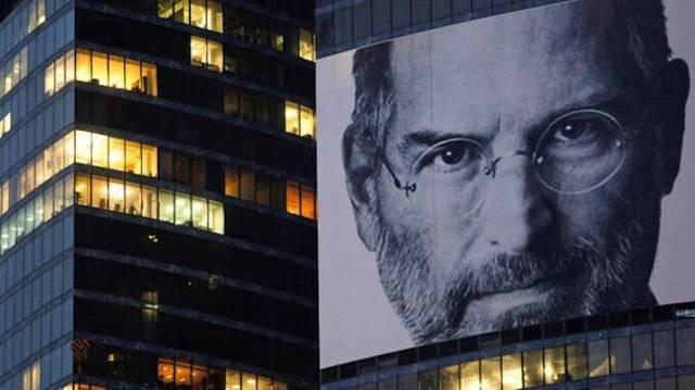 Кто управляет компанией apple после смерти джобса