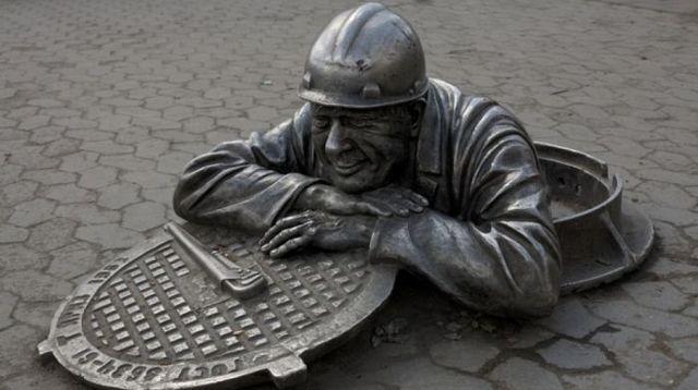 Кто платит зарплату работникам ЖКХ