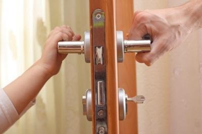Можно ли выписать человека из квартиры за неуплату коммунальных услуг