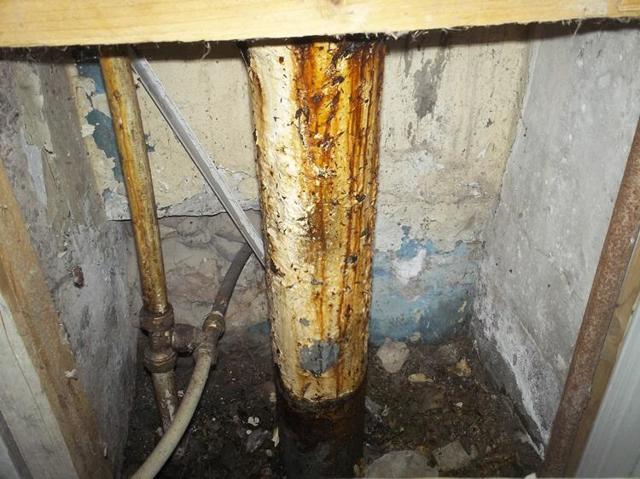 Стояк канализации в многоквартирном доме кто ремонтирует