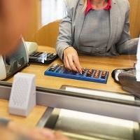 Кто оплачивает комиссию банка при оплате услуг ЖКХ