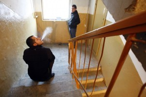 Где разрешается курить в многоквартирном доме