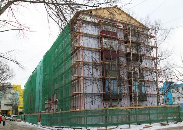 Как ремонтируют фасад многоквартирного дома