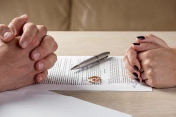 Как делятся долги по квартплате при разводе
