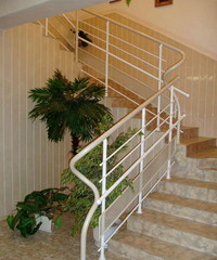 Из чего делают лестницы в многоквартирных домах