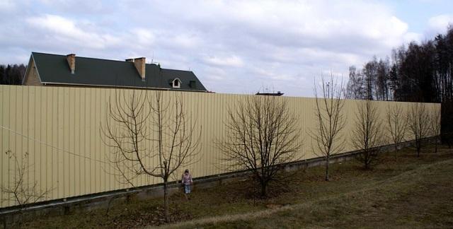 Дворовая территория многоквартирного дома сколько метров от дома закон